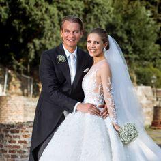 Extravagant Wedding Dresses, Beautiful Wedding Gowns, Designer Wedding Dresses, Bridal Dresses, Swarovski Wedding Dress, Wedding Styles, Wedding Photos, Dressing, Celebrity Weddings