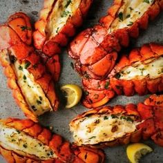 How many lobsters does it take to make dinner?!       @usalovelist