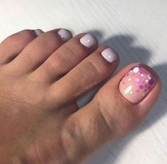The advantage of the gel is that it allows you to enjoy your French manicure for a long time. There are four different ways to make a French manicure on gel nails. Pretty Toe Nails, Cute Toe Nails, Love Nails, How To Do Nails, Pedicure Nail Art, Toe Nail Art, Nailart, Feet Nails, Toe Nail Designs