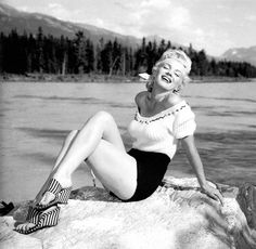 Marilyn Monroe, look at those wedges! ♡♡ Marilyn Monroe :: Vintage:: Old Hollywood Marylin Monroe, Fotos Marilyn Monroe, Divas, Classic Hollywood, Old Hollywood, Hollywood Glamour, Hollywood Stars, Madonna, Mae West