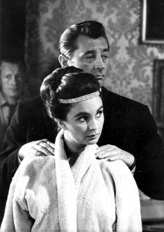 Robert Mitchum gives Jean Simmons a shoulder rub on the set of The Grass is Greener, 1960.