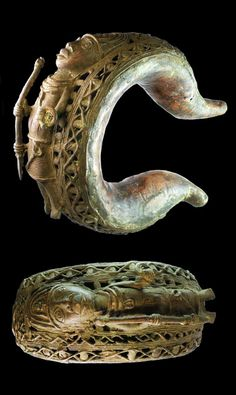 Cameroon | Currency bracelet from the Bamum people; with warrior (used by dignitaries). 3.767 Kg | ca. 17th - 18th century | Est. 4'000 - 5'000$ ~ (Mar '14)