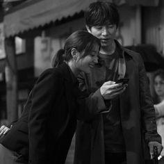 "BridgerK on Instagram: """"DOCTOR JOHN"" 💞 JiSung LeeSeYoung 💞  BTS 📸 STILL CUTS IMAGES!  Casts: JI SUNG as Doctor John ~ Cha Yo Han LEE SE YOUNG as Kang Shi-Young…"" Sung Lee, Ji Sung, Drama Korea, Korean Drama, Doctor Johns, Woman Movie, Japanese Drama, Kdrama Actors, Cute Love Quotes"