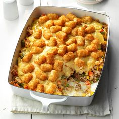 Makeover Tater-Topped Casserole ****** I love Tater Tot casserole, but wanted a lighter version of the recipe. The Taste of Home Test… Tater Tot Bake, Tater Tot Casserole, Casserole Dishes, Casserole Recipes, Tater Tots, French Fry Casserole, Turkey Casserole, Hamburger Casserole, Beef Recipes