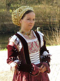 Cranach Kleid mit Goldhaube um 1530