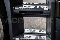 Protezione pedaliera in acciaio inox super mirror (aisi 304) per Renault TrucksT. Il kit comprende sei pezzi (tre lato destro e lato sinistro). Per una corretta applicazione segui le ISTRUZIONI DI MONTAGGIO.