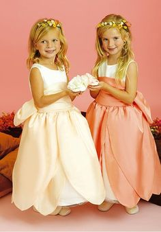 Incredible Satin Two-tone Scoop Neck Lotus Leaf Skirt Wide Pleated Sash Big Bow Flower Girl Dress Flower Dresses, Cute Dresses, Girls Dresses, Mini Dresses, Flower Girls, Wedding Party Dresses, Bridesmaid Dresses, Bridesmaids, Organza Flowers
