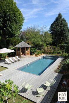 Traditional pool in a pavilion of Paris region. The swimming pool has … - Garden