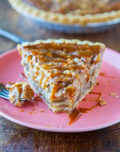 Caramel Apple Crumble Pie - Apple Pie meets Apple Crumble meets plenty of gooey caramel. Easy, fast, 5-minutes to assemble. Goofproof recipe for those of us who aren't pie-makers!