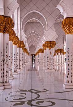 Islamic architecture, Abu Dhabi. Photo Walid Ahmad, 2012.