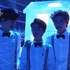 衣装のポイントは?サスペンダーを、バチンとする~ギョンスさんの、「サスペンダー」の発音が⁉素晴らしいです~#exo#DO#디오#ギョンス#경수#kyungsoo