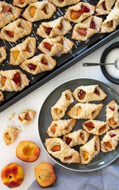 Serowe ciasteczka z brzoskwiniami (4 składniki) Dessert Drinks, Griddle Pan, Macaroni And Cheese, Cake Recipes, Food And Drink, Cooking Recipes, Sweets, Snacks, Cookies