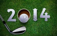 Feliz Año Nuevo 2014 Golf, Pelota de golf y putter en la hierba verde, el mismo concepto disponible para 2015, 2016 y 2017 años. Foto de archivo