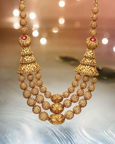 Explore exquisite temple jewellery inspired by temple art and architecture. This sublime collection of gold jewellery from Tanishq is an embodiment of grace and magnificence. Gold Jewellery Design, Gold Jewelry, Beaded Jewelry, Gold Necklace, Bridal Necklace, Pearl Jewelry, Silver Earrings, India Jewelry, Temple Jewellery