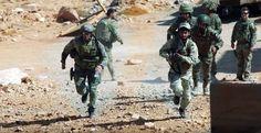 #EXCLUSIVA: Imágenes filtradas de las fuerzas estadounidenses y británicas formando a rebeldes sirios. #MedioOriente #OrienteMedio #EEUU #Siria #GranBretaña. Al-Masdar News ha tenido acceso a varias imágenes que muestran lo que parecen ser fuerzas estadounidenses y británicas impartiendo formación a combatientes de la oposición siria en algún lugar de Jordania que desconocemos.