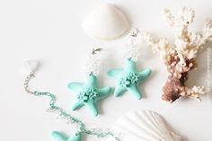 ∯▪ ℂollezione: Il Mare Addosso ▪∯  Marine \\ Il mare è un trattato di pace tra la stella e la poesia❣ Habanero Handmade - Vintage Jewelry  ➲ Orecchini monachelle in metallo nickel free, argento. Cristalli trasparenti che formano un sfera. Pendenti stella marina in resina blu tiffany, con fiori 3D. Prisma in cristallo trasparente.  ❥ 14
