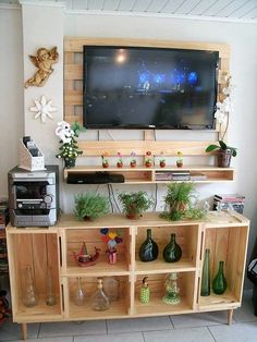 When it comes to enhance and create storage space at your home then the pallet wood cupboards and shelves have always proved to be the best option. You can easily clear up all the mess in your TV lounge or living room and organize it in a reasonable manner. These cupboards and shelves also gives you an opportunity to flaunt your decorative items.
