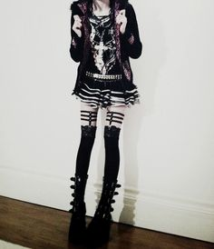 Cutesy, punkish, edgy Goth look Pastel Goth Fashion, Dark Fashion, Gothic Fashion, Cute Fashion, Gothic Mode, Gothic Lolita, Dark Gothic, Alternative Mode, Alternative Fashion