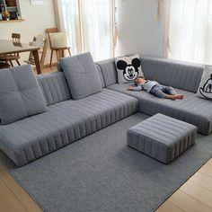 Living with low sofa - samira Sofa Bed Design, Living Room Sofa Design, Home Room Design, Home Living Room, Living Room Designs, Living Room Decor, Bedroom Decor, Home Decor Furniture, Furniture Design