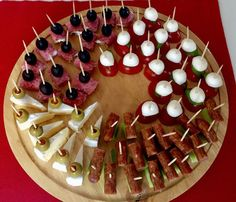 Appetizers and Hors d oeuvres No Cook Appetizers, Finger Food Appetizers, Appetizer Recipes, Wedding Appetizers, Food Buffet, Food Platters, Party Finger Foods, Party Snacks, Food Garnishes