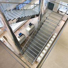 Edilco non rinuncia mai al design, ecco perchè si avvale dei migliori talenti italiani nel settore delle scale. Da un'idea creativa alla linea desiderata. I più creativi, tra i creativi; i più talentuosi tra i designer italiani, tutti uniti nei laboratori Edilco per la progettazione e la realizzazione di Scale Elicoidali, all'altezza dei propri clienti! Creano soluzioni uniche e preziose per gli spazi in casa e in ufficio.