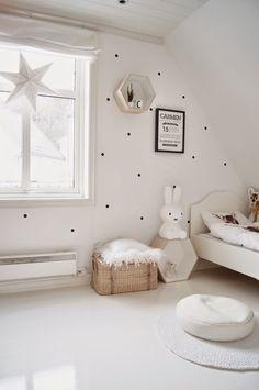 Une chambre de bébé toute blanche pour un univers plein de sérénité et de bien-être !