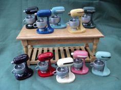 Maison de poupées Miniatures main peint avec émaux    MÉLANGEUR de cuisine, X 1 (en différentes couleurs), sil vous plaît de préférence de