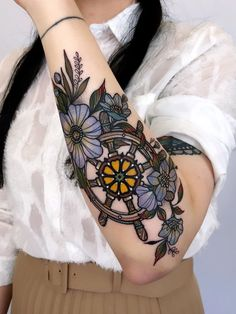 mil Me gusta, 85 comentarios - Tattoo Rate, Tattoo Now, Traditional Tattoo Woman, Traditional Tattoo Flowers, Traditional Tattoos, Cute Tattoos, Beautiful Tattoos, Body Art Tattoos, Tattoos Skull
