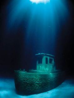 Blue Plunder...a wreck in the Bahamas www.flowcheck.es  Taller de equipos de buceo #buceo #scuba #dive