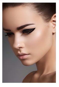 Black cat eye make up