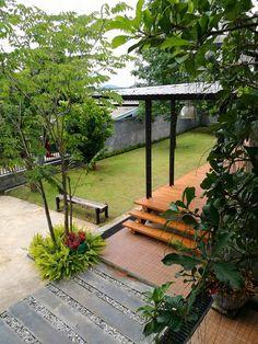 Loft House Design, Bungalow House Design, Small House Design, Modern Tropical House, Tropical House Design, Cottage Style House Plans, House Construction Plan, Thai House, Rustic Home Design