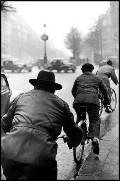 Elliott Erwitt, France, Paris, 1952.