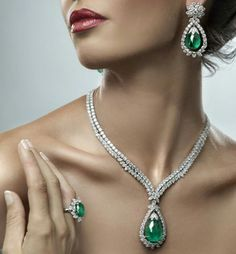 Al zain jewellery - Diamonds and Emeralds- ring, necklace and earrings