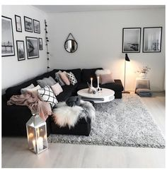 Living Room Decor Cozy, Living Room Grey, Rugs In Living Room, Living Room Designs, Living Room Ideas Black And White, Black Room Decor, Room Rugs, Living Room Goals, Black White Decor