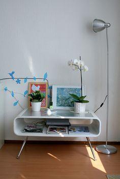 White table arrangement w/ a cute bird wall decal