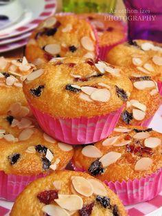 Az otthon ízei: Joghurtos-aszalt gyümölcsös muffin Doughnut, Muffins, Breakfast, Recipes, Cup Cakes, Foods, Art, Morning Coffee, Food Food