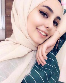 #Afreen!!! Beautiful Hijab Girl, Beautiful Muslim Women, Beautiful Girl Photo, Hijabi Girl, Girl Hijab, Hijab Outfit, Hijab Style, Hijab Chic, Hijab Makeup