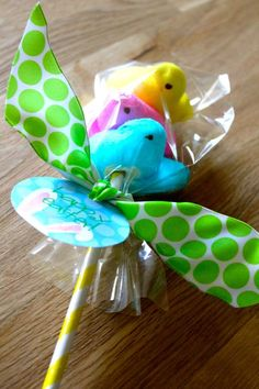 """Peeps on a Stick Easter Favor. OR great for Valentines day make these with pink peeps that say """"Be my """"Tweet-Heart"""" !! So cute !!"""
