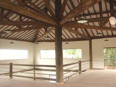 Estruturas de Eucalipto e outros tipos de madeira... tudo em construção rústica. Casas com estrutura de madeira.