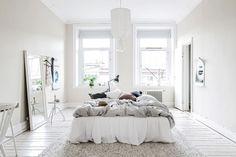 Apartamento sueco muy luminosoPost: Apartamento sueco muy luminoso --> apartamento sueco, blog decoración nórdica, decoración colores claros, decoración madera natural, decoración sueca, piso luminoso, textiles naturales