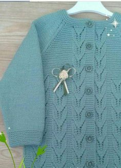 This Pin was discovered by jan Baby Girl Patterns, Kids Patterns, Baby Knitting Patterns, Knit Baby Sweaters, Sweaters For Women, Jacket Pattern, Cardigan Pattern, Baby Cardigan, Knitting For Kids
