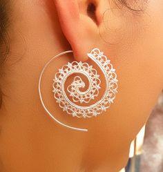 Pendientes de plata de la bala - plata espiral pendientes - gitana - pendientes tribales - India pendientes - étnicos pendientes - joyería de plata (ES1)