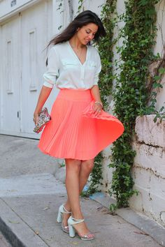 What to Wear With Pleated Skirts That Will Make It Look Dainty and Elegant? - Be Modish Mint Blouse, Coral Skirt, Viva Luxury, Skirt Outfits, Coral Outfits, Summer Outfits, Elegant, Beautiful Outfits, Beautiful Women