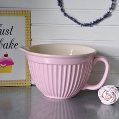 Mixing bowl Mynte in ceramic. Creme white on the inside. From Ib Laursen. Mixing Bowls, English Roses, Pink Roses, Cake Toppers, Bakery, Clay, Tableware, Desserts, Bowls