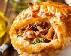 Tourte feuilletée allégée de poulet aux champignons en mini cocottes : http://www.fourchette-et-bikini.fr/recettes/recettes-minceur/tourte-feuilletee-allegee-de-poulet-aux-champignons-en-mini-cocottes.html