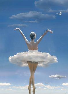 Ballerina in white tutu Bolshoi Ballet, Ballet Art, Ballet Dancers, Ballerinas, Flying Together, Kunst Online, Cloud Dancer, Ballet Photography, Tiny Dancer
