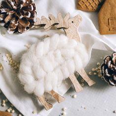 A-Tännschen: Wir zeigen euch, wie ihr moderne Winterdeko basteln könnt, die auch noch nach Weihnachten passt. Advent, Vegetables, Christmas, Food, Winter Time, Christmas Time, Acrylic Spray Paint, Xmas, Essen