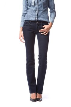 Sophie Flare 5-pocket ultra skinny jeans with flared leg in high performing super stretch denim with 100% elasticity used to withstand the most aggressive and vintage washes. Design of the fit and position of the pockets are part of a continuous search for the perfect back view