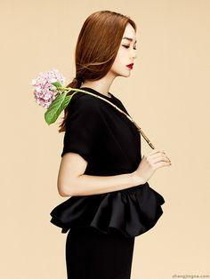 Minh Hang - Elle Vietnam January 2015 photos Zhang Jingna stylist Phuong My makeup Minh Loc hair SiNam Nguyen