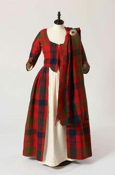 16th century Scottish wedding dress. Fraser clan. Stunning!